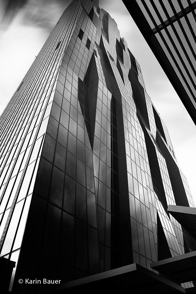 black & white LE architecture