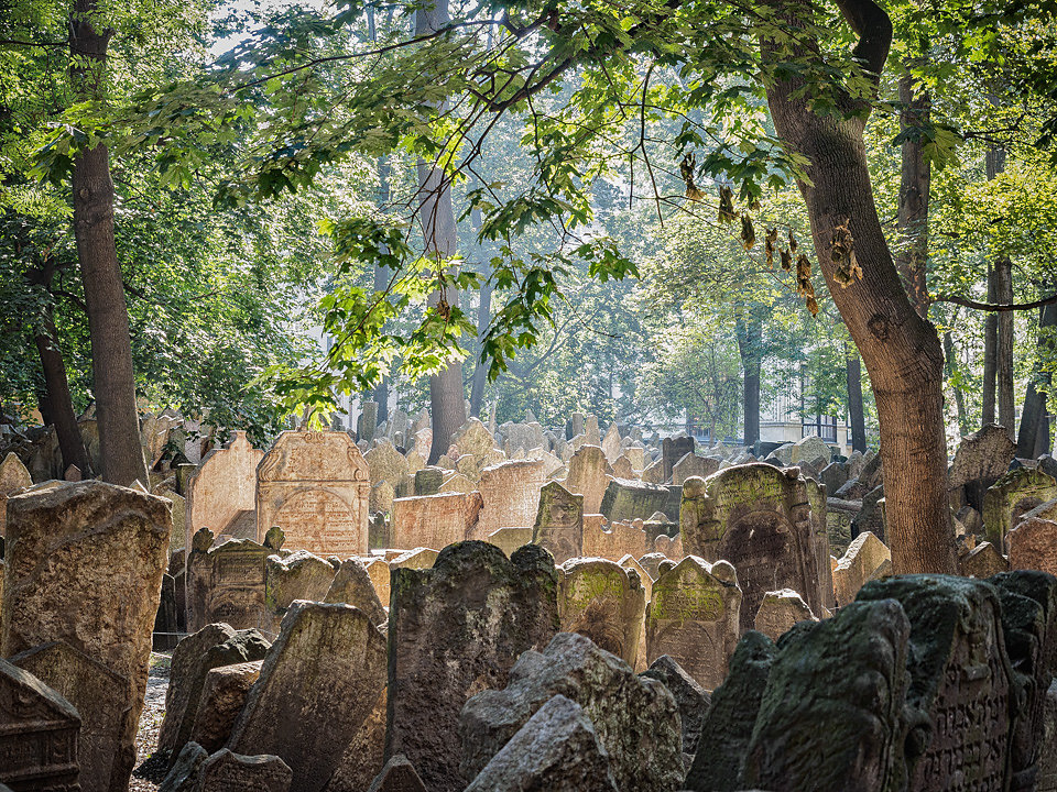 jewish-cemetery-in-prague.jpg